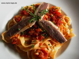 Pasta mit Tomaten-Sardinensauce und Fenchelsamen