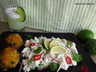 Im Hintergrund ein süffiger Pisco Sour, im VOrdergrund Ceviche mit Tacacho