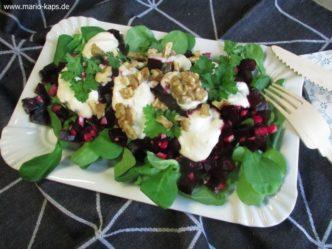 Rote Bete-Salat mit Meerrettich-Dressing und Walnüssen