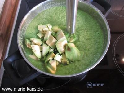 Green Gazpacho - Avocado pürieren
