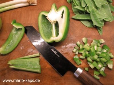 Green Gazpacho - grünen Paprika schneiden