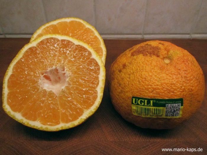 Tangelo alias UGLI - als ganze Frucht und im Anschnitt