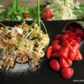 Hollerküchle - gebackene Holunderblüten - mit marinierten Erdbeeren