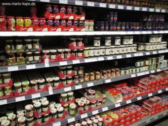 Konfitüren- und Fruchtaufstrich-Regal im Großmarkt